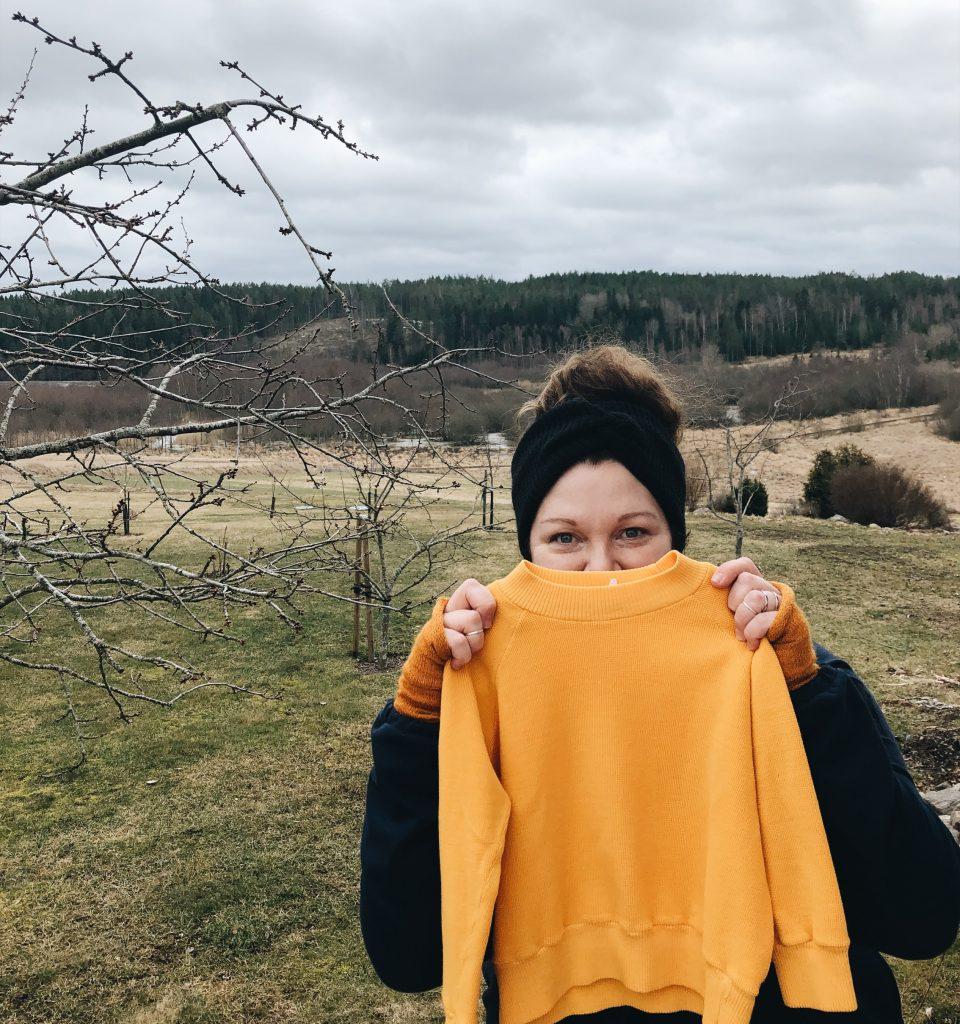 gul tröja